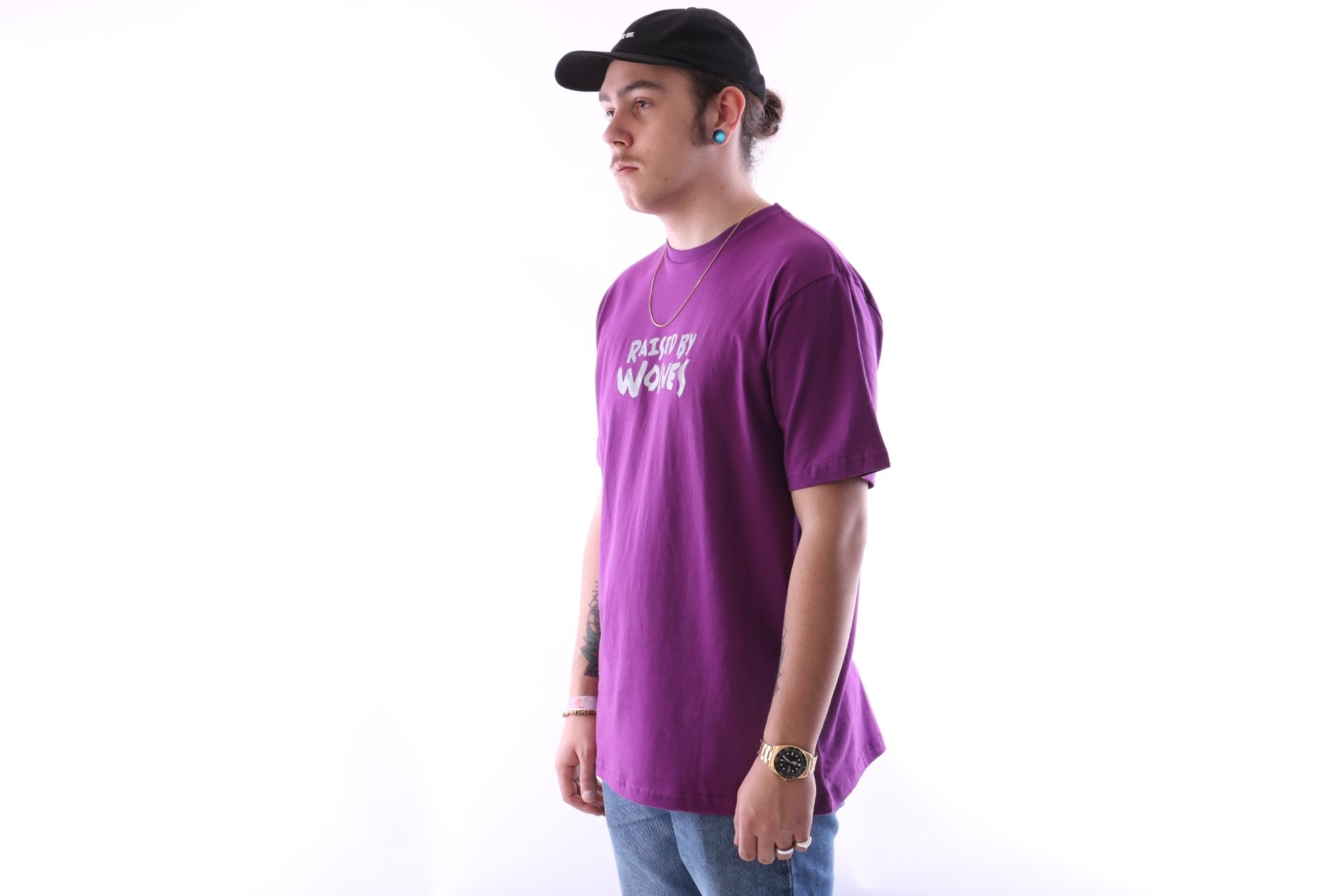 Afbeelding van Raised By Wolves Tag Logo T-Shirt Purple Jersey